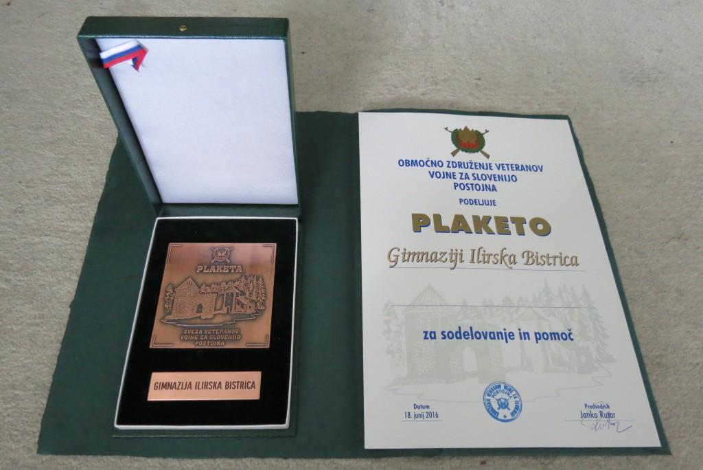 Veterani vojne za Slovenijo podelili Gimnaziji Ilirska Bistrica plaketo